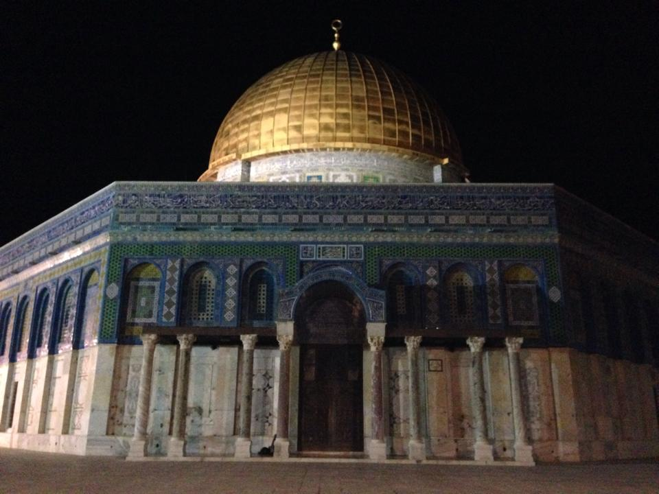 Aqsa at night